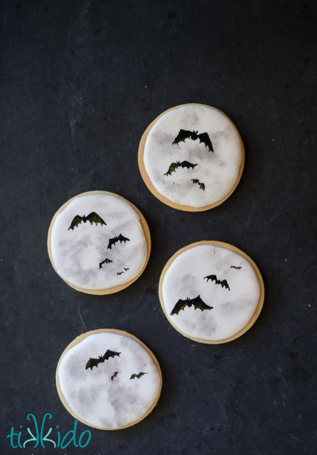 I love how these full Moon bat silhouette Halloween cookies turned out!  So so…