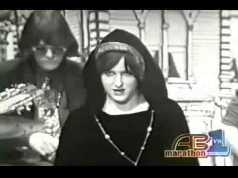 Jefferson Airplane - White Rabbit and Somebody To Love, American Bandstand, 1967 - YouTube