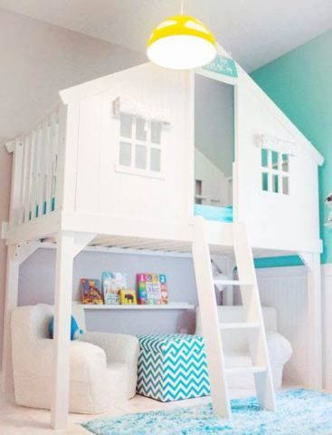 Parede de escalada, rede, e cantinho criativo: os quartos dos pequenos podem ser tão coloridos e divertidos quanto a imaginação deles.