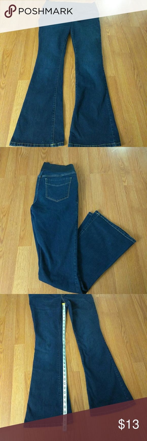 OLD NAVY DARK WASH MATERNITY JEANS SIZE 12 Old Navy maternity jeans oh pretty mama dark wash flare legged in size 12.. measurements in photos thank you Old Navy Jeans Flare & Wide Leg