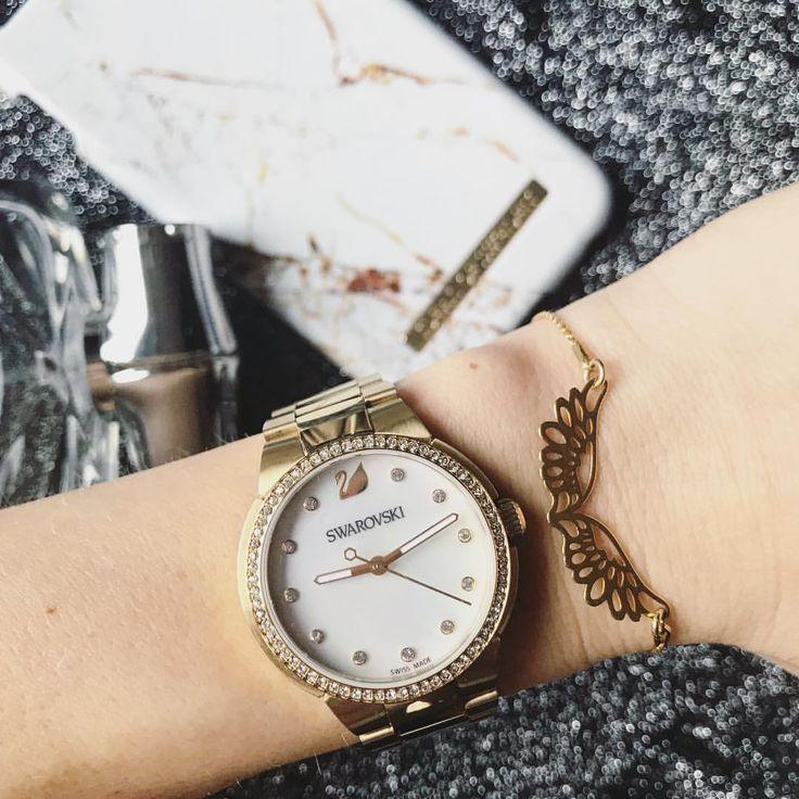 """Polubienia: 134, komentarze: 64 – Patrycja (@stateof_dreams) na Instagramie: """"The best gift ever ✨ . . . . #xmasgift #details #watch #swarovski #dailystyle #watchstyle…"""""""