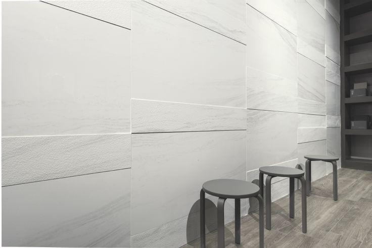 Edilgres Palissandro White. Palissandro (dolostone) is very precious marble from the Dolomites composed of calcium silicates and characterized by the presence of fine grain dolomite and phlogopite, distributed homogeneously on the surface marking it to a varying degree with veins. #style #brown #living #onice #white #tile #tiles #marble #marmo #gres #edilgres