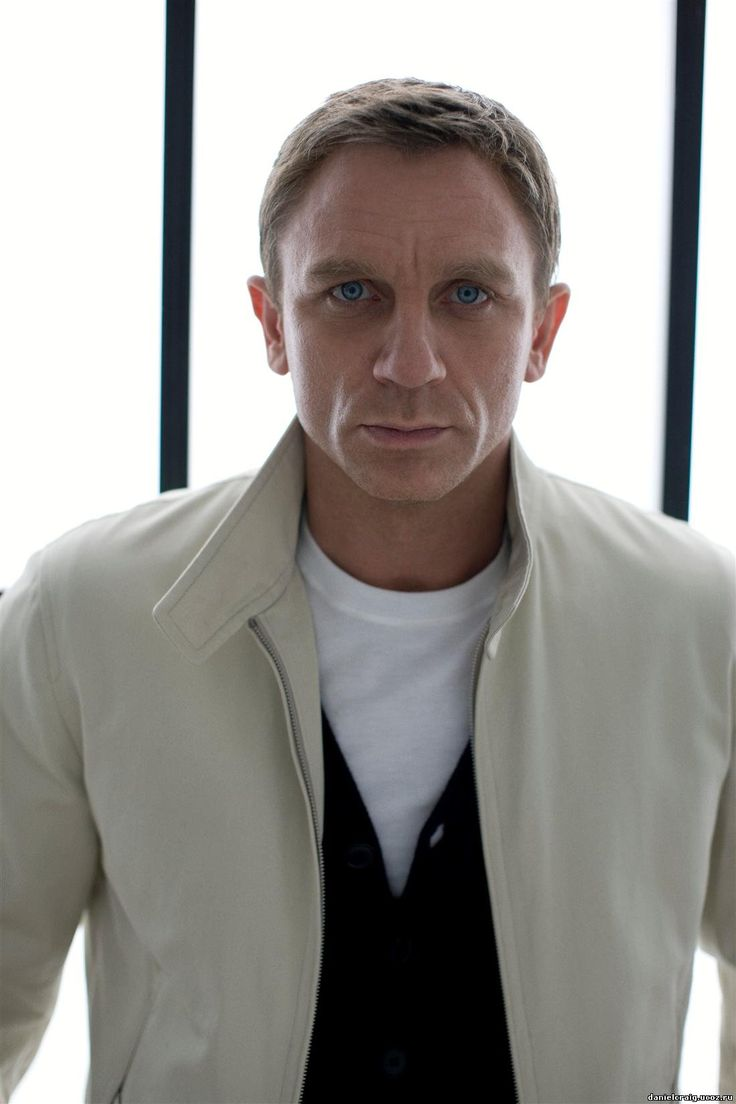 daniel craig - I think I've got a bit of wind, just keep clenched til they've finished the photos