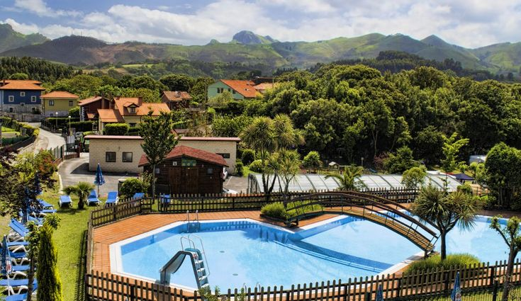Listado con algunos de los mejores campings en Asturias, perfectos para disfrutar de un entorno único y practicar el turismo activo. Bungalows, Camping Ideas, Relax, Trekking, Image Search, Tent, Mansions, House Styles, Outdoor Decor