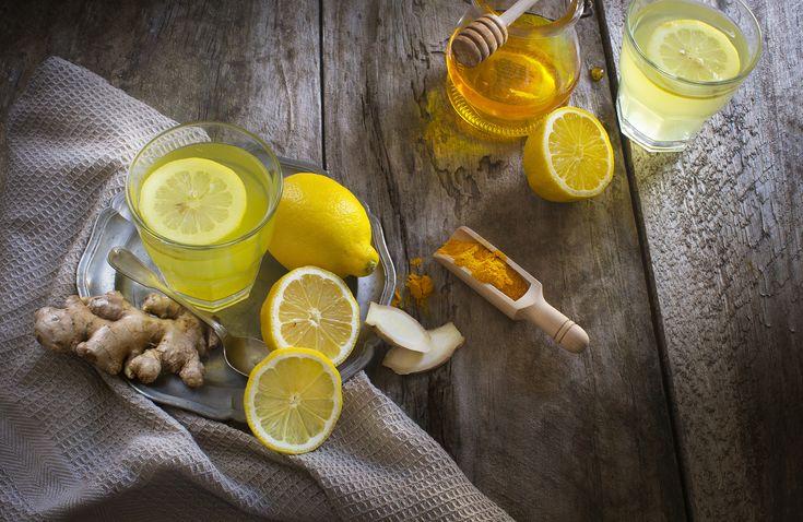 Νερό με κουρκουμά και λεμόνι: Η καλύτερη ασπίδα για δυνατή υγεία   Believeit.gr