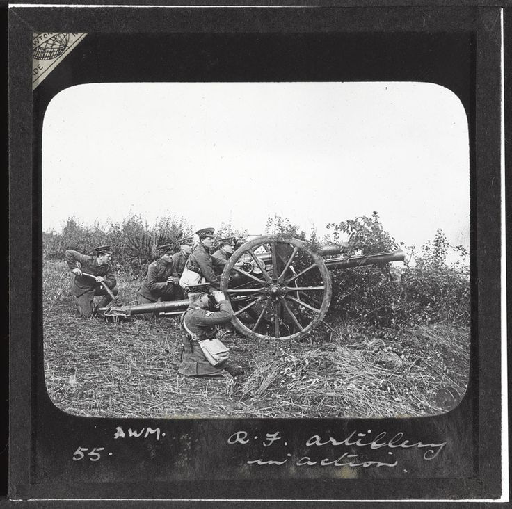 WW1, 1916. Royal Field Artillery in action, preparing an 18-pounder for firing. © Crown Copyright. - National Army Museum, Study Collection