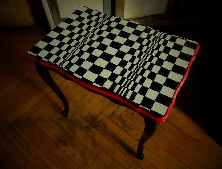 Op art furniture by Luiza Poreda