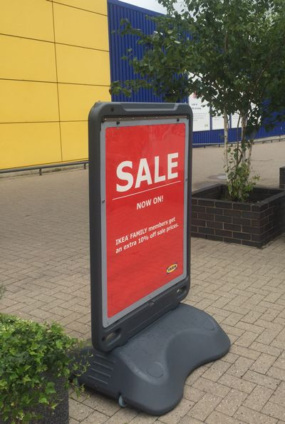 This large floor standing display sign holds a 30 (w) x 40 (h) inch (762mm x 1016mm) poster to give outstanding visual impact. The posters can easily be changed, providing a cost–effective way of advertising your products or service.