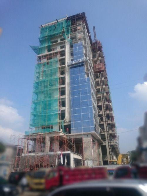 Gambar ini diabadikan pada pertengahan Mei 2016, progres pembangunan apartemen Uttara The Icon yang telah mencapai 55%