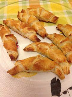 Croissants recheados com creme de ovo ou chocolate.