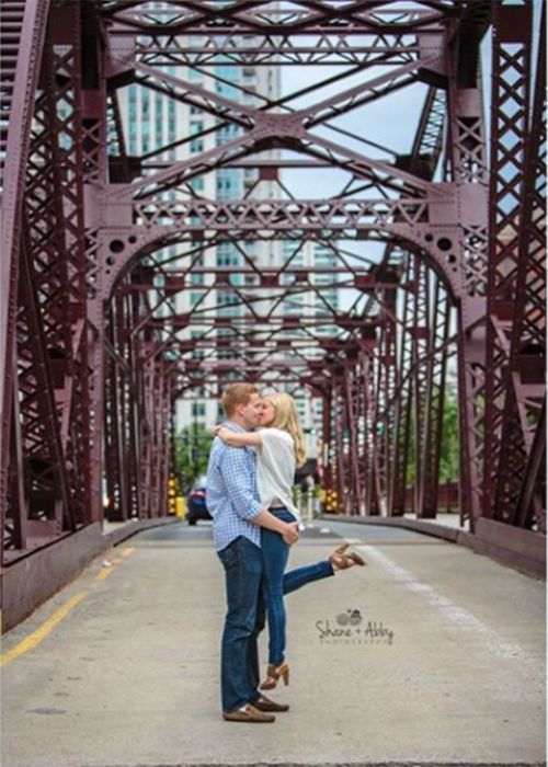 Chicago Kinzie Bridge Engagement Photo Locations | Brides.com