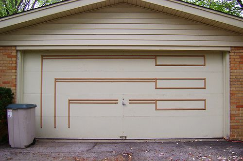 I've noticed that the 1960's into the 1970's seems to have been a heyday for garage door designs - sadly, many have been replaced by faux raised panel colonialesque doors (including the one at my house) - how sad .. so I'm going to make it my mission http://www.cancelletto.gr Ρολά ασφαλείας καταστημάτων, Ρολά για γκαραζόπορτες, Ρολά ασφαλείας για σπίτια, Ηλεκτρικά ρολά, Επισκευές ρολών