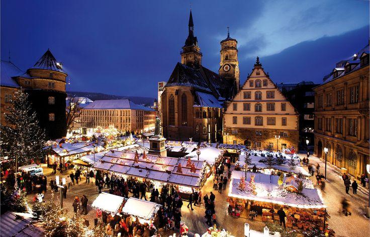 christmas market in germany | Weihnachtsmarkt auf dem Schillerplatz in Stuttgart --repinned by www.mybestgermanrecipes.com