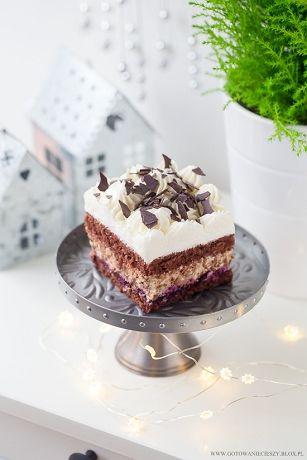Piernikowy Kasztanek to pierwsza słodka propozycja na tegoroczne Święta. Kakaowo piernikowy biszkopt skropiony ponczem z nutą pomarańczowego likieru Cointreau,