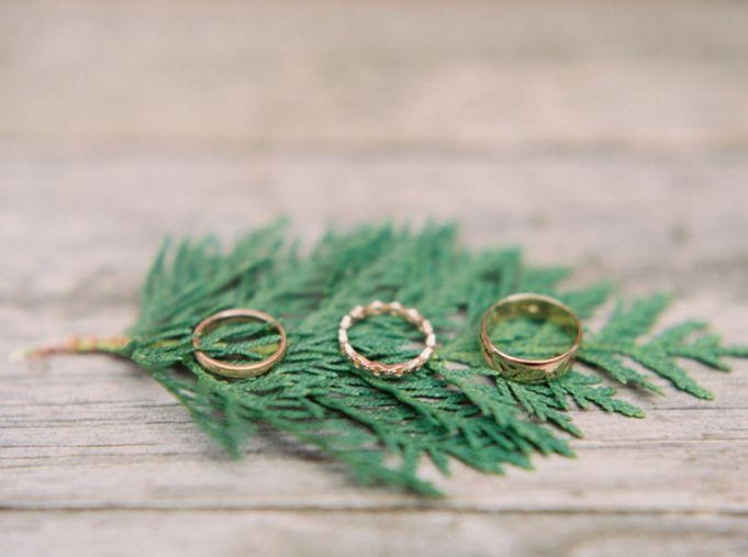 13 Festive Ring Shots for Winter Weddings