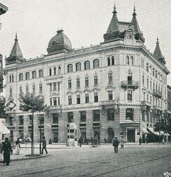 """Gmach magazynu """"Bogusław Herse"""", ul. Marszałkowska 150, ok. 1899 r. ( Źródło: Bogusław Herse 1899 - folder reklamowy, str. 3)"""