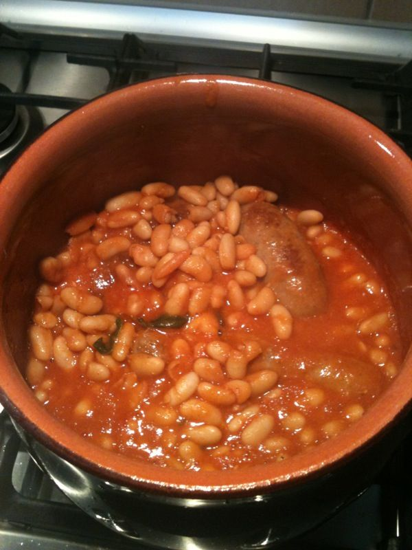 Fagioli all'uccelletto con salsicce
