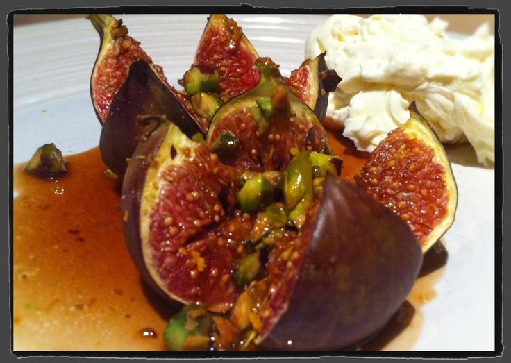 Baked figs with mascarpone cream