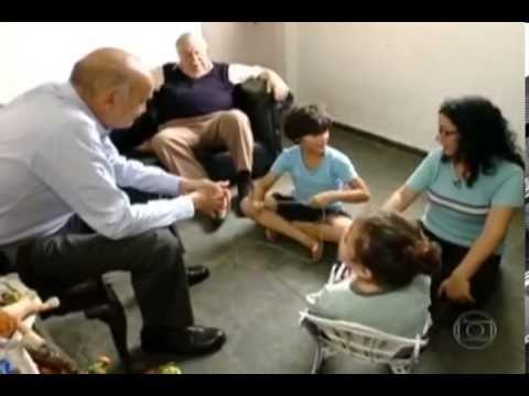 Em 2013, o Fantástico (Rede Globo) produziu uma série com o Dr. Dráuzio Varella a respeito do autismo. Você assiste a todos os episódios aqui: https://www.youtube.com/watch?v=OvFNiFQuGPA