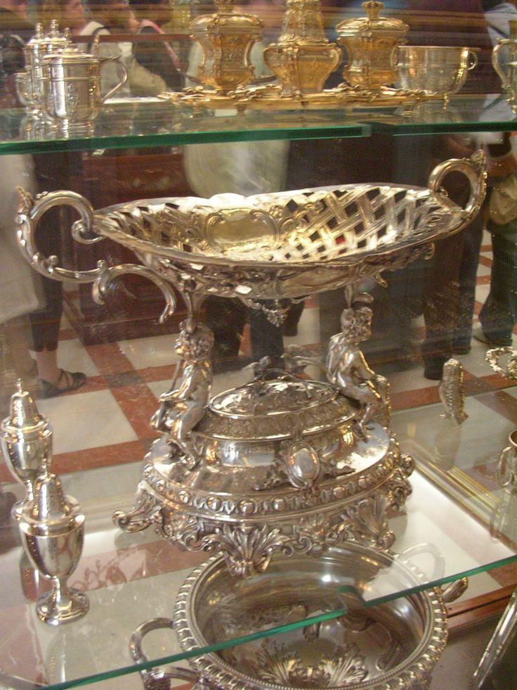 Objetos de Vajilla de Mesa de Alfonso XIII y Victoria Eugenia. Varias Firmas Inglesas. Palacio Real Madrid
