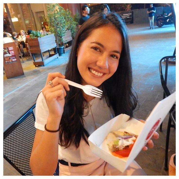 """Pevita Pearce ✌ on Instagram: """"Sudah 2 hari ini ke @marketmuseum di Kemang Village. Seru! Makananya enak-enak! Dan @HIPPEARCE juga buka booth disini. Nanti aku akan ke market museum lagi! See you there!"""""""