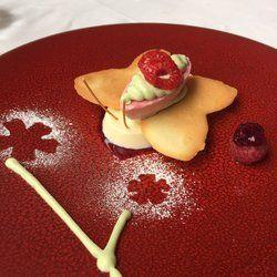 Les Toquées - Lille, France. Crème de pistache. Framboise. Chocolat blanc.