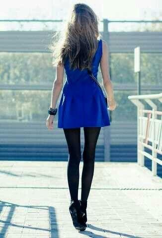 Vestido perfecto con medias negas