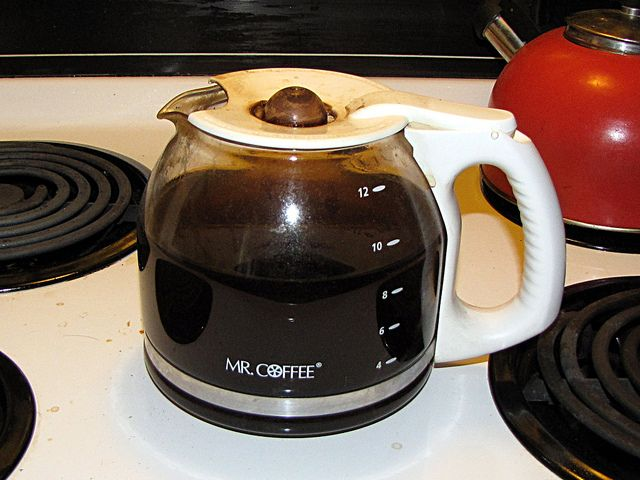 Coffee Maker Vinegar : 17 Best ideas about Clean Coffee Makers on Pinterest Descale keurig, 2 cup coffee maker and ...