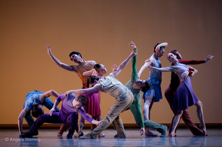 """Pacific Northwest Ballet performs """"Cylindrical Shadows"""""""