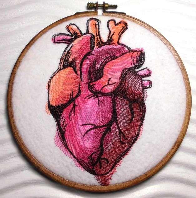 Weiteres - gestickt Anatomisches Herz Painted im Stickrahmen - ein Designerstück von Elo-Shop bei DaWanda