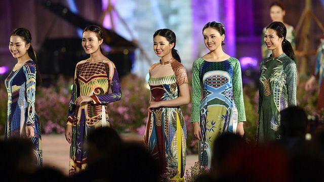 Những sắc màu của mây tre đan khơi gợi cảm hứng cho NTK Quang Huy.