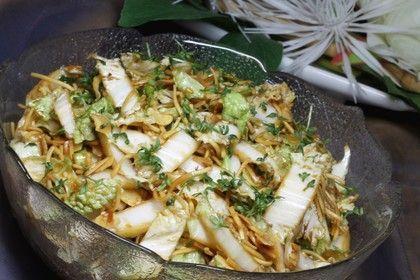 "Salat – man sagt dazu ""Friß dich dumm Salat"" – Nicole Teetz"