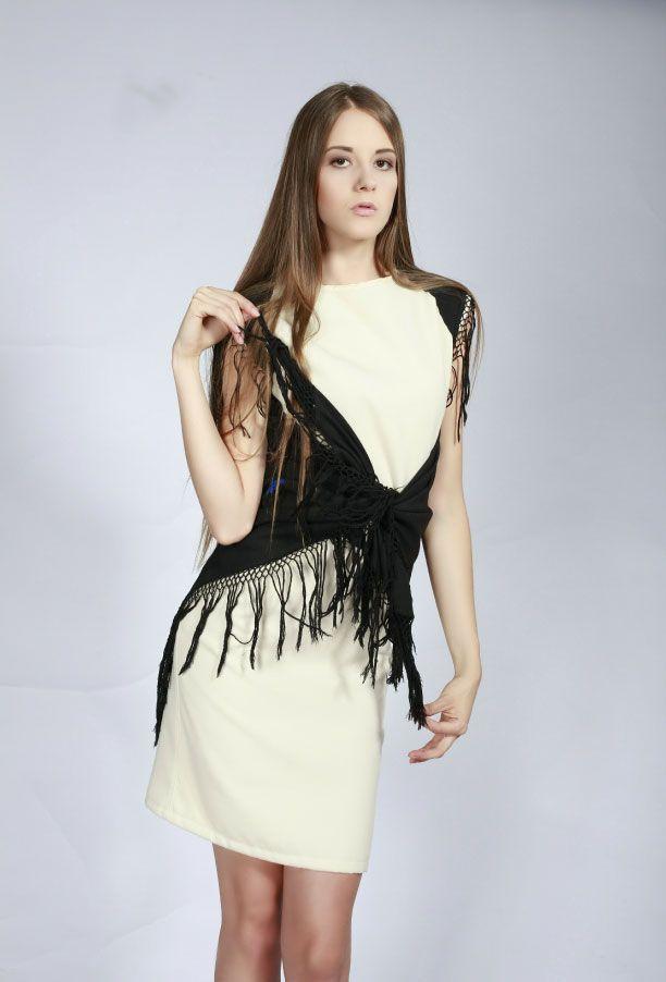 Платья : белое платье с косынкой