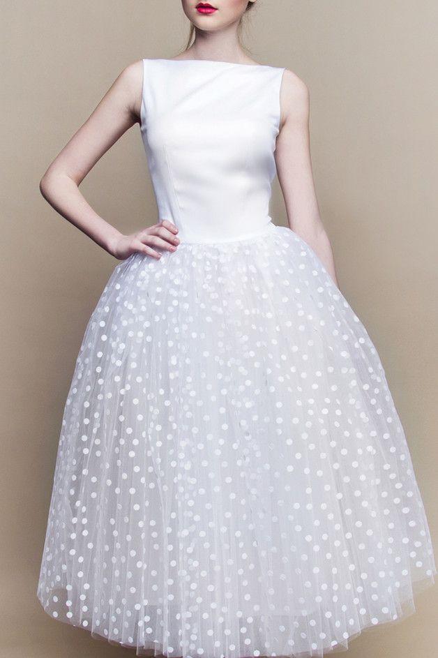 Weißes Brautkleid mit gepunktetem Tüllrock / white wedding dress with polca dots made by Szyjemy Sukienki via DaWanda.com
