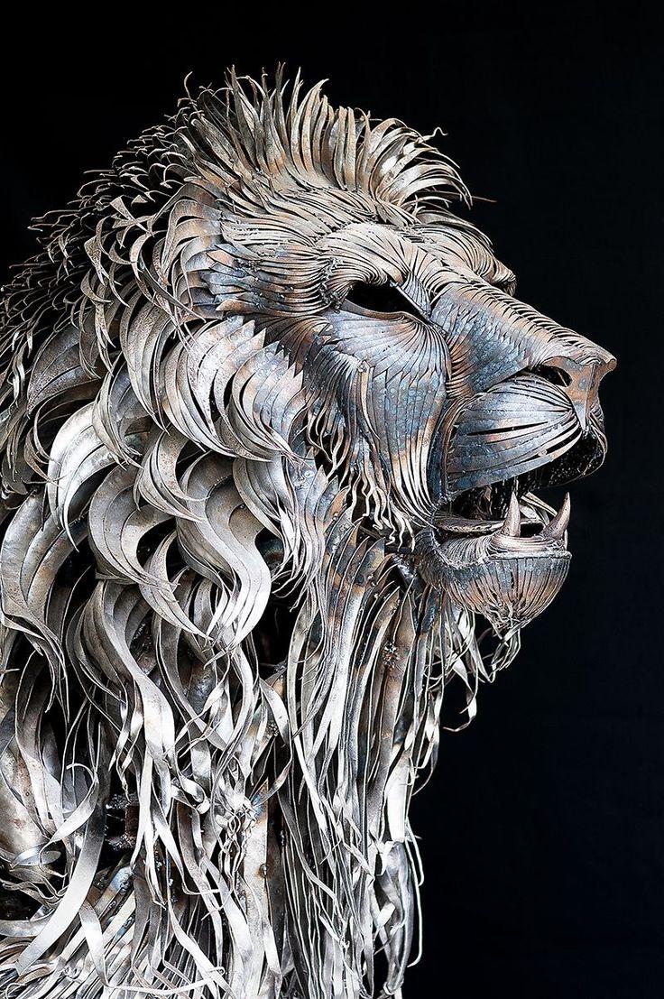Sculpture de lion par Selçuk Yılmaz