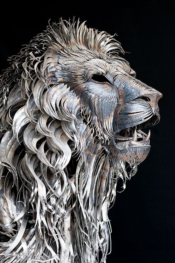lion sculpture using 4000 pieces of scrap metal, by artist Selçuk Yılmaz.