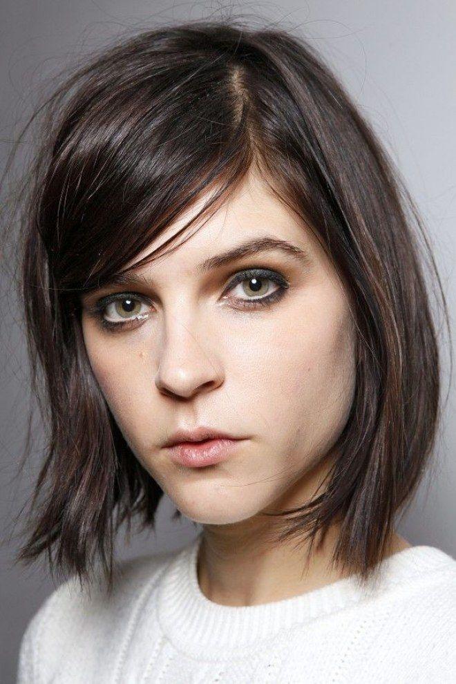 Tagli per capelli crespi: caschetto liscio e frangetta laterale