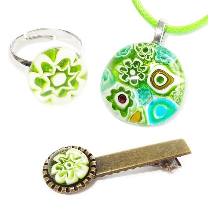 Handgemaakte groene sieraden set voor kinderen. Groene glasfusing sieraden uit eigen atelier!
