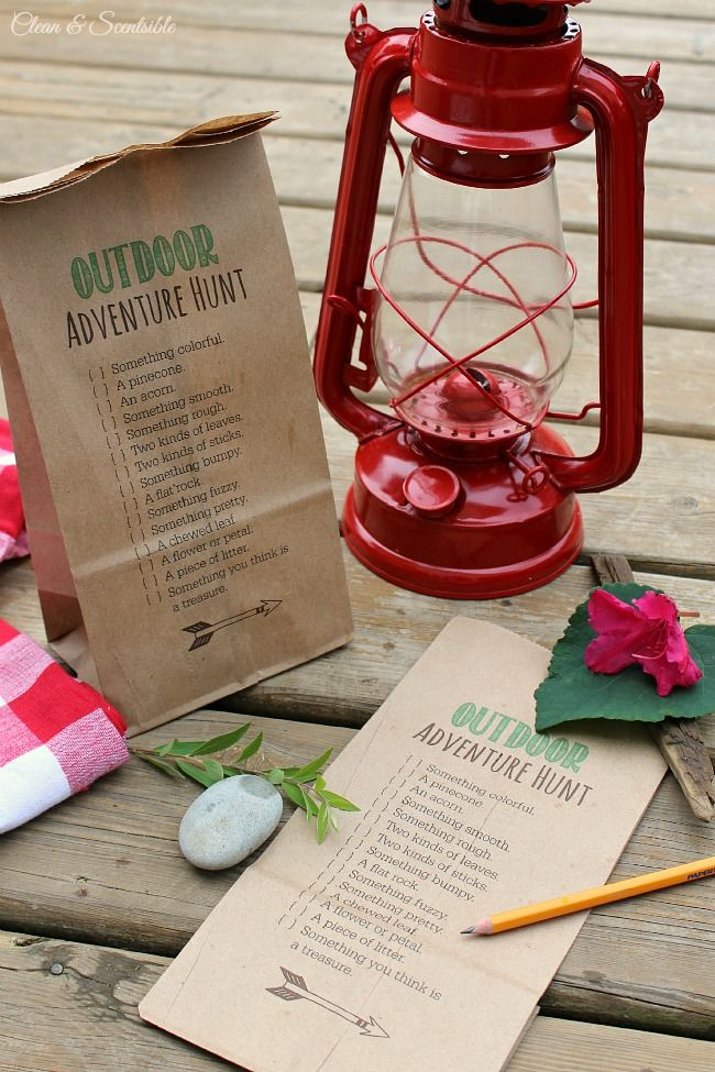 Fun outdoor scavenger hunt idea...FREE printable...print it RIGHT ON THE BAG!..