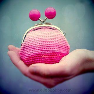 Gebreide tas met een gesp, gebreide portemonnee gesp met kralen, gehaakte tas, stijlvolle gebreide tas, roze gebreide portemonnee