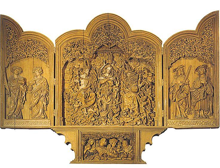 Monogrammista H. -L'incoronazione della Vergine. 1523-1526. Breisach (Germania), duomo. La balzante immagine di Cristo è in parte ostacolata dal mantello, che pare impigliarsi proprio sul braccio alzato per sostenere la corona della Vergine Avvolta in un panneggio a onde, sostenuta dagli angeli, la Madonna sembra quasi scomparire nella fantasmagorica decorazione. L'anta di sinistra presenta i santi diaconi Lorenzo e Stefano, panneggiati in vesti ampie e pieghettate in modo virtuosistico. Le…