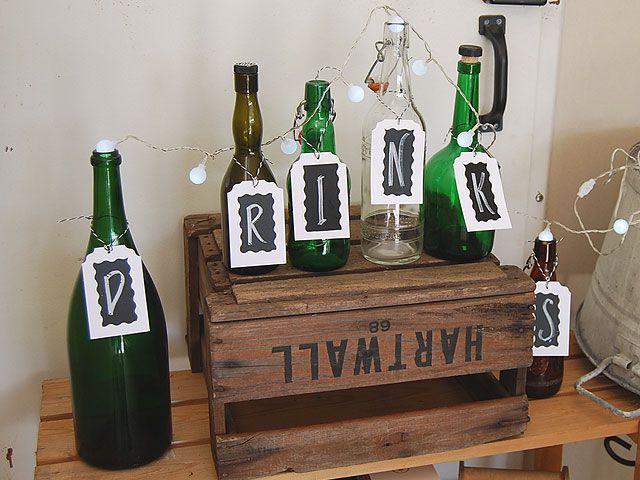 DIY- Drinkkibaarin kyltti pulloista - Pompom.fi • Juhlat on katettu