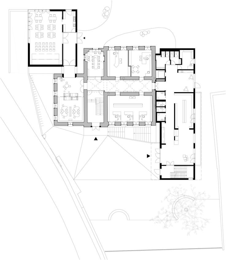 Two white, compact volumes frame the existing historical building of the town's elementary school to create a carefully calibrated ensemble of new and old. These two flanking wings work to better define the front school courtyard and mark out separate ...
