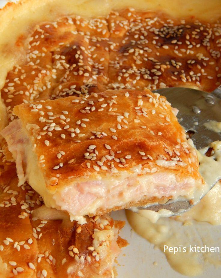 Ζαμπονοτυρόπιτα Μοναδική http://www.kitchenstori.es/2014/02/ham-cheese-pie-in-puff-pastry.html