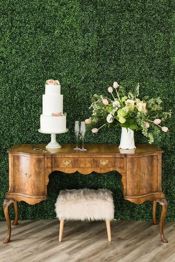 romantic and vintage cake table idea