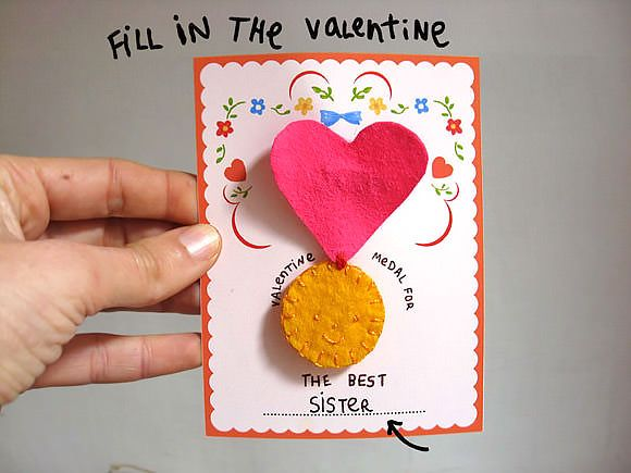 How-to: DIY Felt Valentine Medals for kids to hand out to their most special friendsValentine Felt, Valentine Medal, Valentine Day Crafts, Diy Valentine'S Day, Diy Felt, Misakomimoko, Felt Medal, Crafts Diy, Felt Valentine