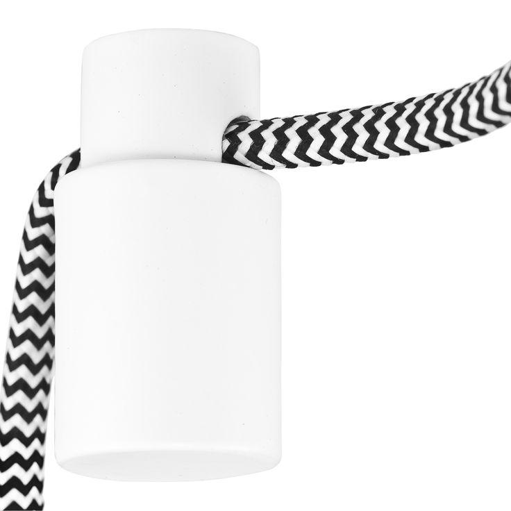 Dit handige hangsysteem van It's about RoMi zorgt ervoor dat de snoeren van jouw lampen op de goede plek hangen! Ideaal als jouw hanglamp nog nét niet boven je eettafel hangt óf als je gewoon zelf wilt kiezen waar je lampen komen hangen.