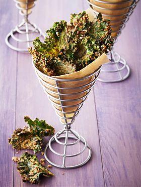 Grünkohl-Chips mit Käse und Walnüssen