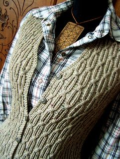Knitting pattern in 3 different sizes.