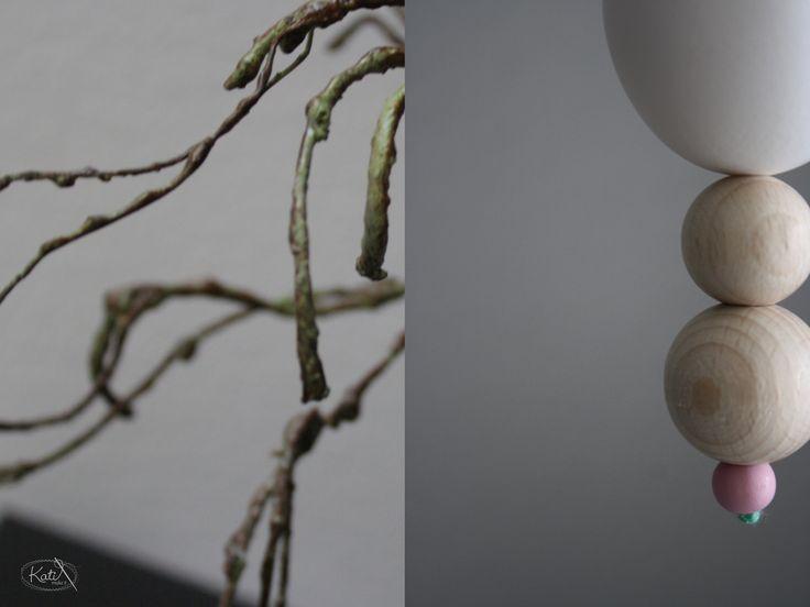 http://www.katimakeit.blogspot.de/2015/03/ei-ei-ei-meine-osterdeko.html Osterdeko Hühnerei mit Perlen DIY